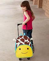 Оригинальный детский чемодан рюкзак на колесиках Жираф Жюль Скип Хоп для малышей