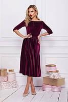 Бордовое велюровое платье с плиссировкой