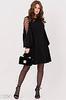 Черное фактурное платье с декоративными рукавами