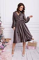 Бордовое блестящее платье с декольте на запах