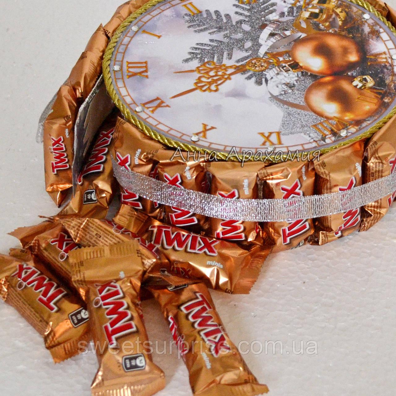 """Новогодние часы из конфет """"Твикс"""""""