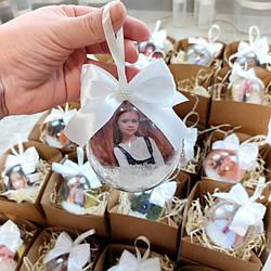 Подарочный новогодний пластиковый шарик с фото и коробочкой. Новогодние шарики на елку. Новогодние подарки