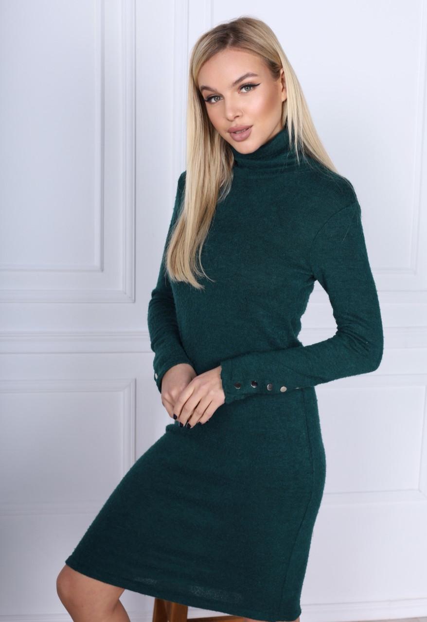 Женское платье гольф зеленое c кнопками на рукавах