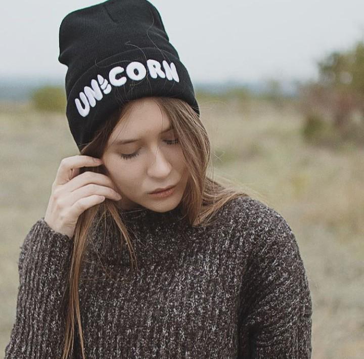 Стильна модна шапка unicorn