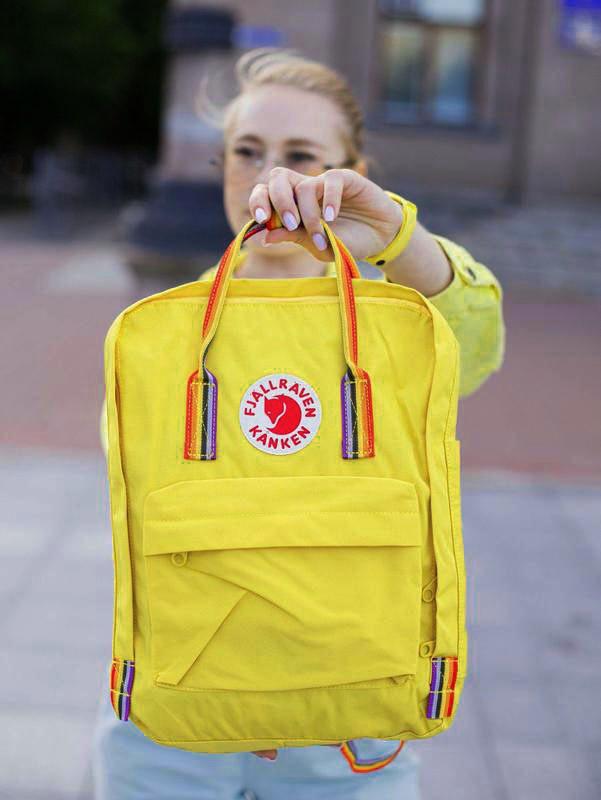 Молодежный рюкзак сумка канкен Fjallraven Kanken classic 16 желтый с радужными ручками, женский, для девочки