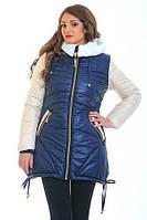 Качественная зимняя куртка с капюшоном воротник украшен мехом из овчины