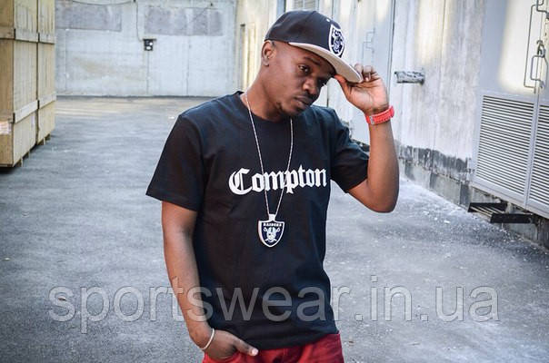 Мужская черная Футболка Compton