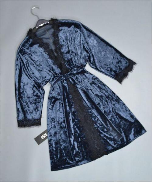 Халат женский велюровый с кружевом, темно-серый.
