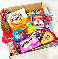 СвитБокс - Подарочный Набор из 18 вкусняшек из США, Японии, Европы - конфетки Джелли Белли, жвачка в ролле