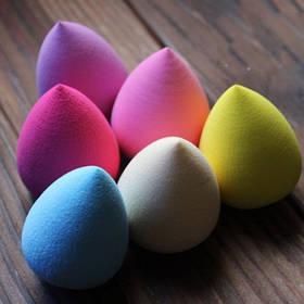 Спонж для нанесення макіяжу Beauty Blenders яйцеподібної форми м'якої текстури