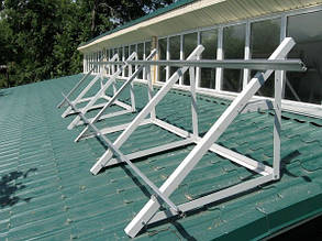 смонтированная конструкция опора для солнечных панелей