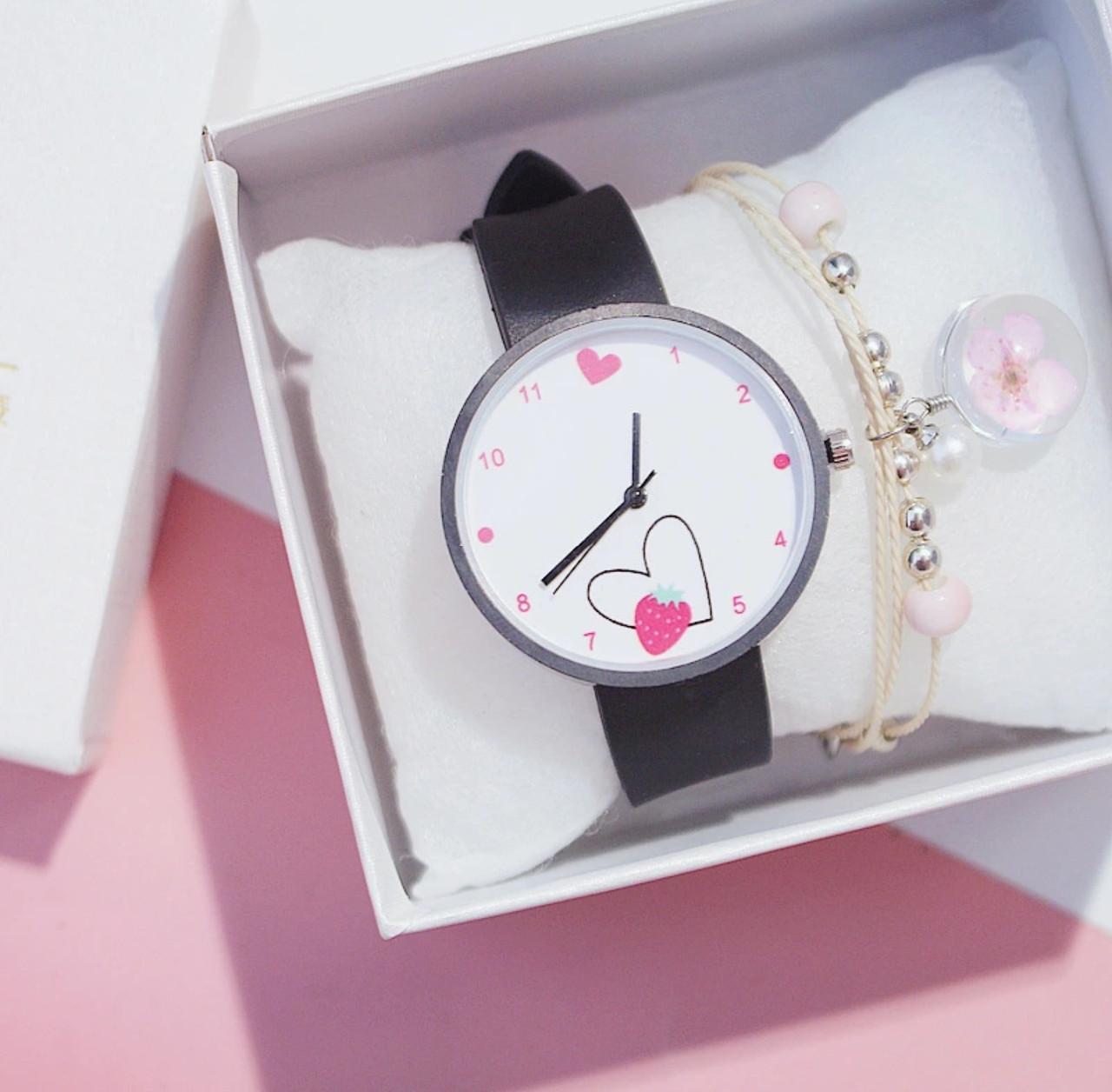 Часы женские с сердечком три цвета ремешка