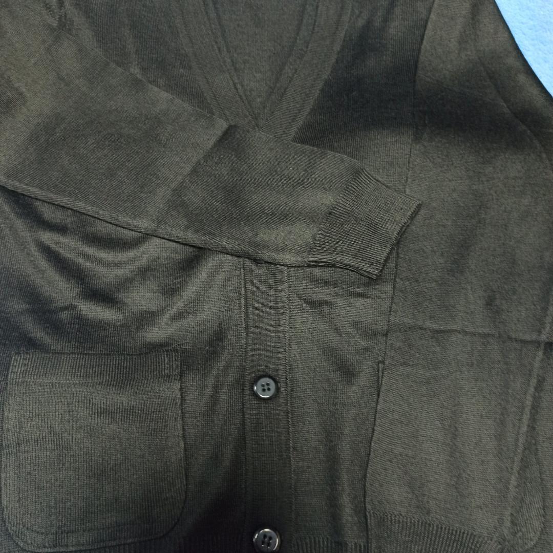 Модный красивый трикотажный джемпер чёрного цвета для мальчика. Низ джемпера и рукав на манжете.
