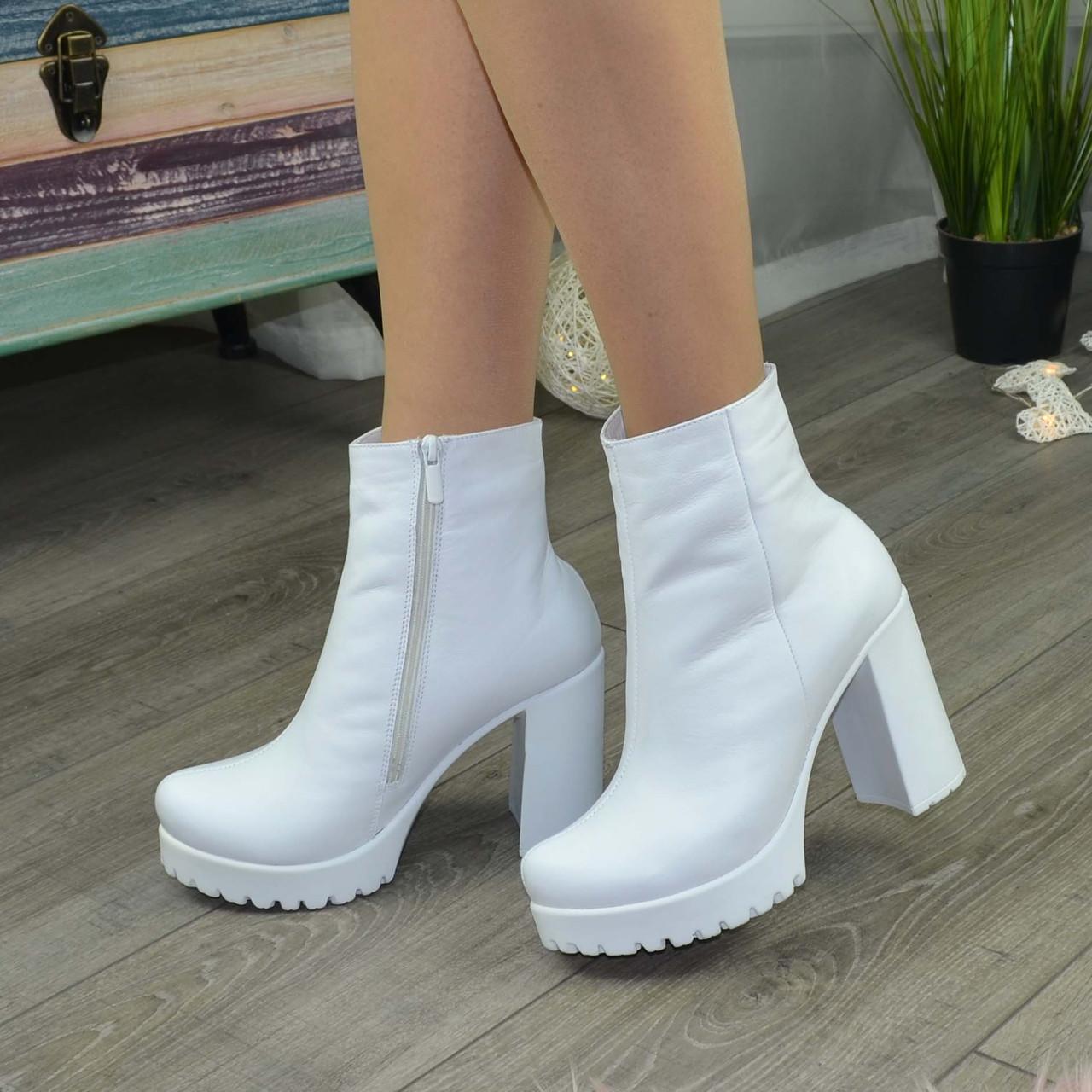 Ботинки женские белые на тракторной белой подошве, натуральная кожа. Зимний вариант