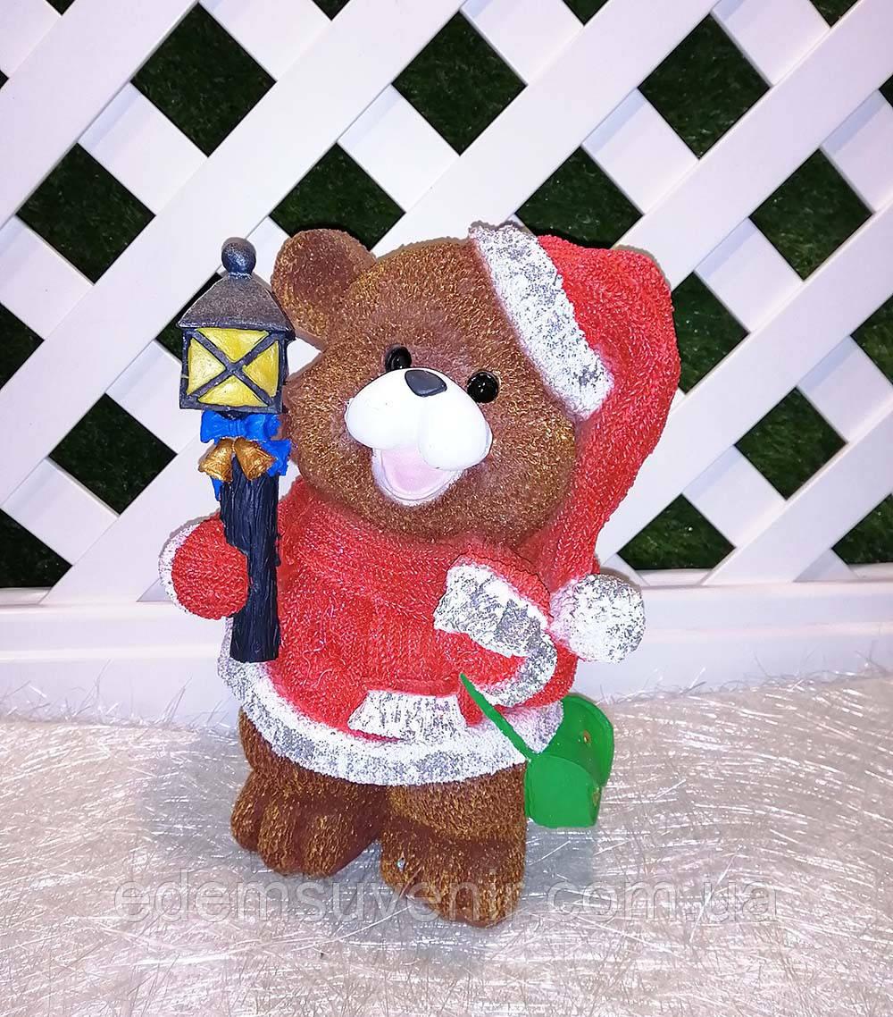 Новогодняя садовая фигура Медвежонок в красном костюме с фонариком