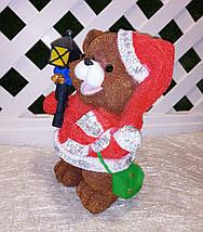 Новогодняя садовая фигура Медвежонок в красном костюме с фонариком, фото 2