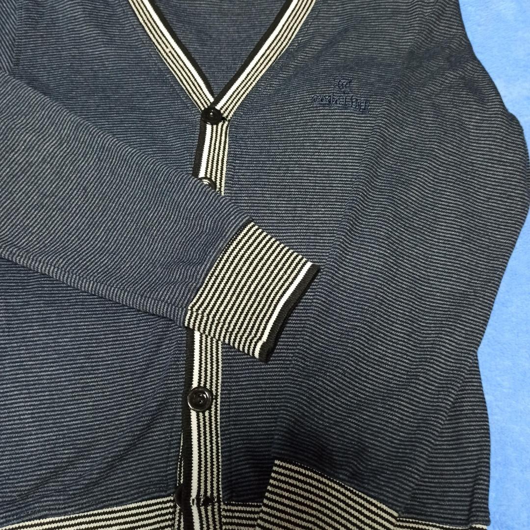 Модный красивый нарядный джемпер синего цвета для мальчика..Низ джемпера на манжете. Рукав на манжете.