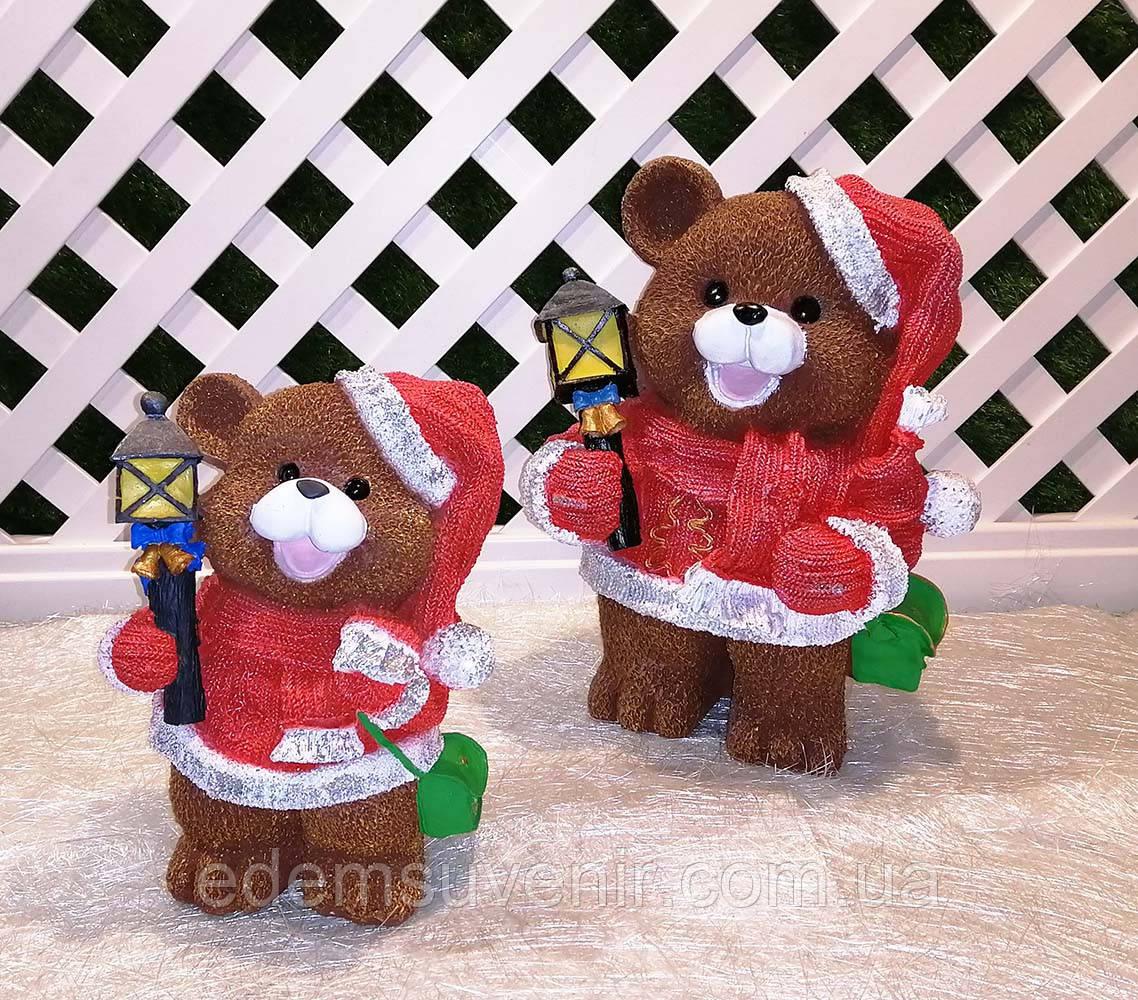 Новогодняя садовая фигура Медведи в красных костюмах с фонарями
