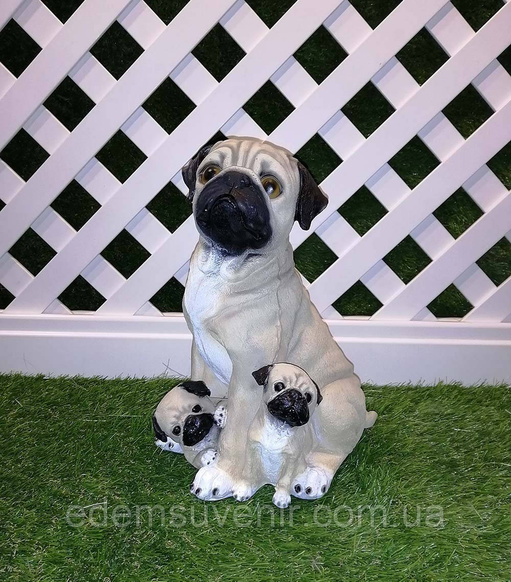 Садовая фигура собаки Мопс с детками