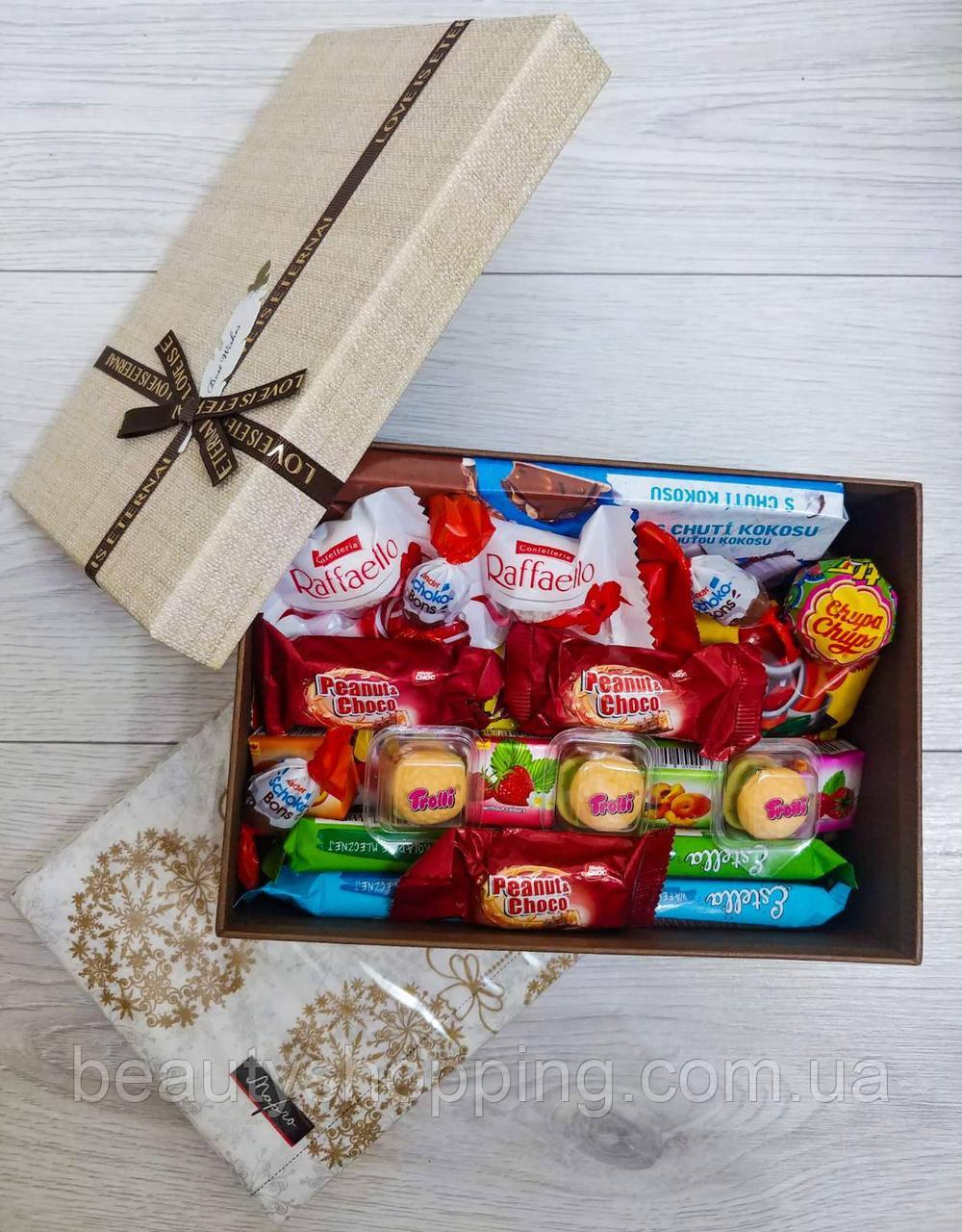 """Подарунковий набір солодощів в коробці """"Sweet Sweet"""""""