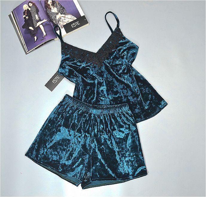 Піжама жіноча майка шорти велюрова з мереживом Este. Одяг для сну і вдома.