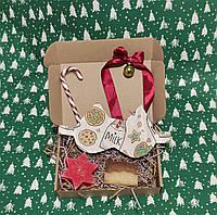 Подарочный набор для девушки с мылом ручной работы и маской для сна в новогоднем стиле