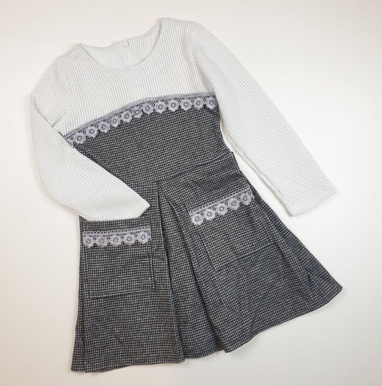 Платье в клеточку с карманчиками на девочку на рост 122,128,134,140 см серый с белым
