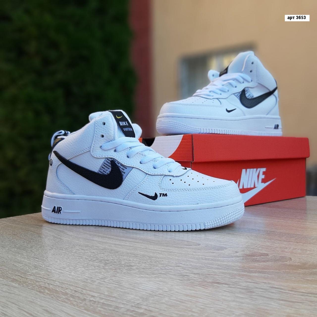 Женские зимние кроссовки Nike Air Force 1 Mid LV8 (бело-черные) 3653