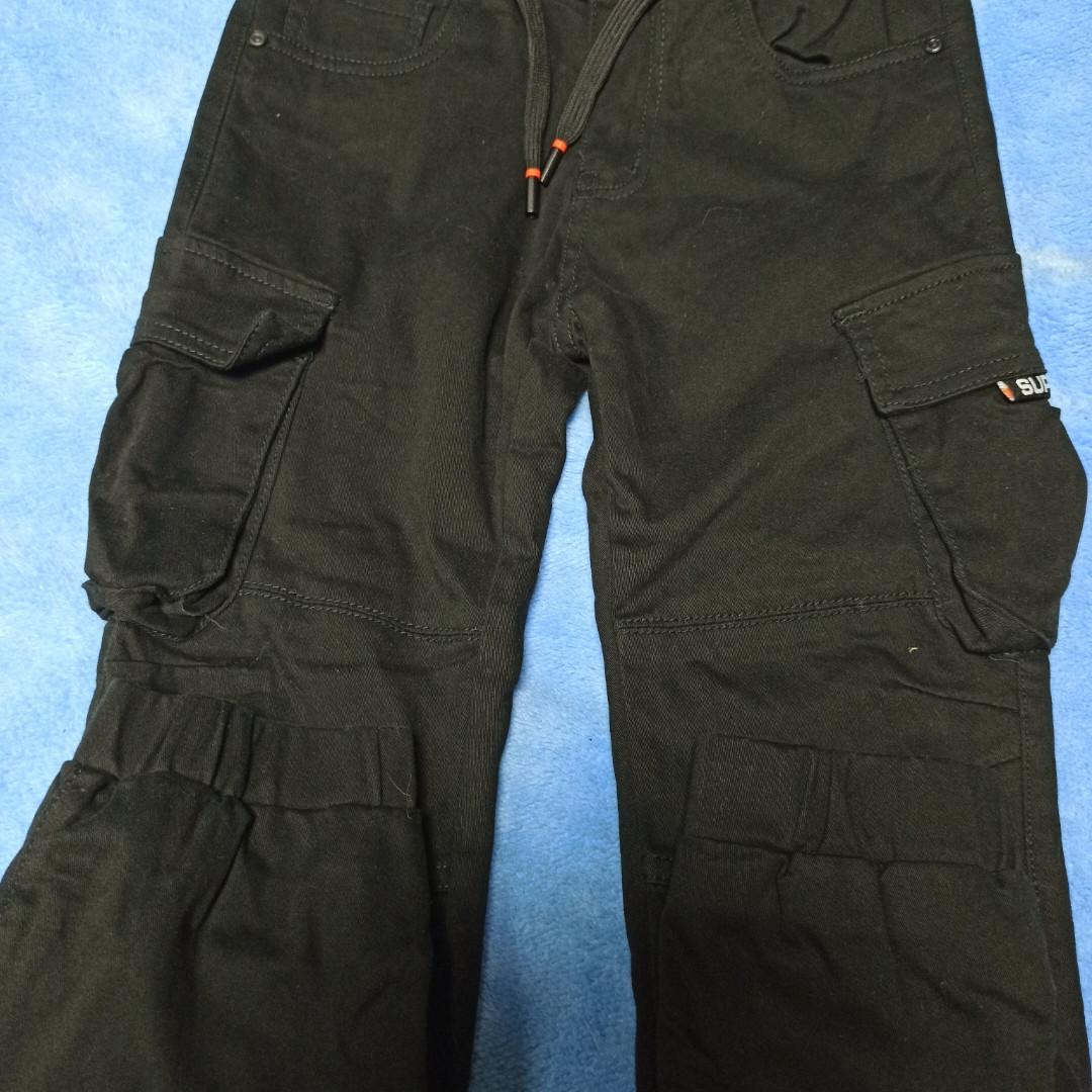 Джинсы модные теплые чёрного цвета для мальчика Карго.Низ джинс на манжете. Пояс на шнурке. По бокам карманы.