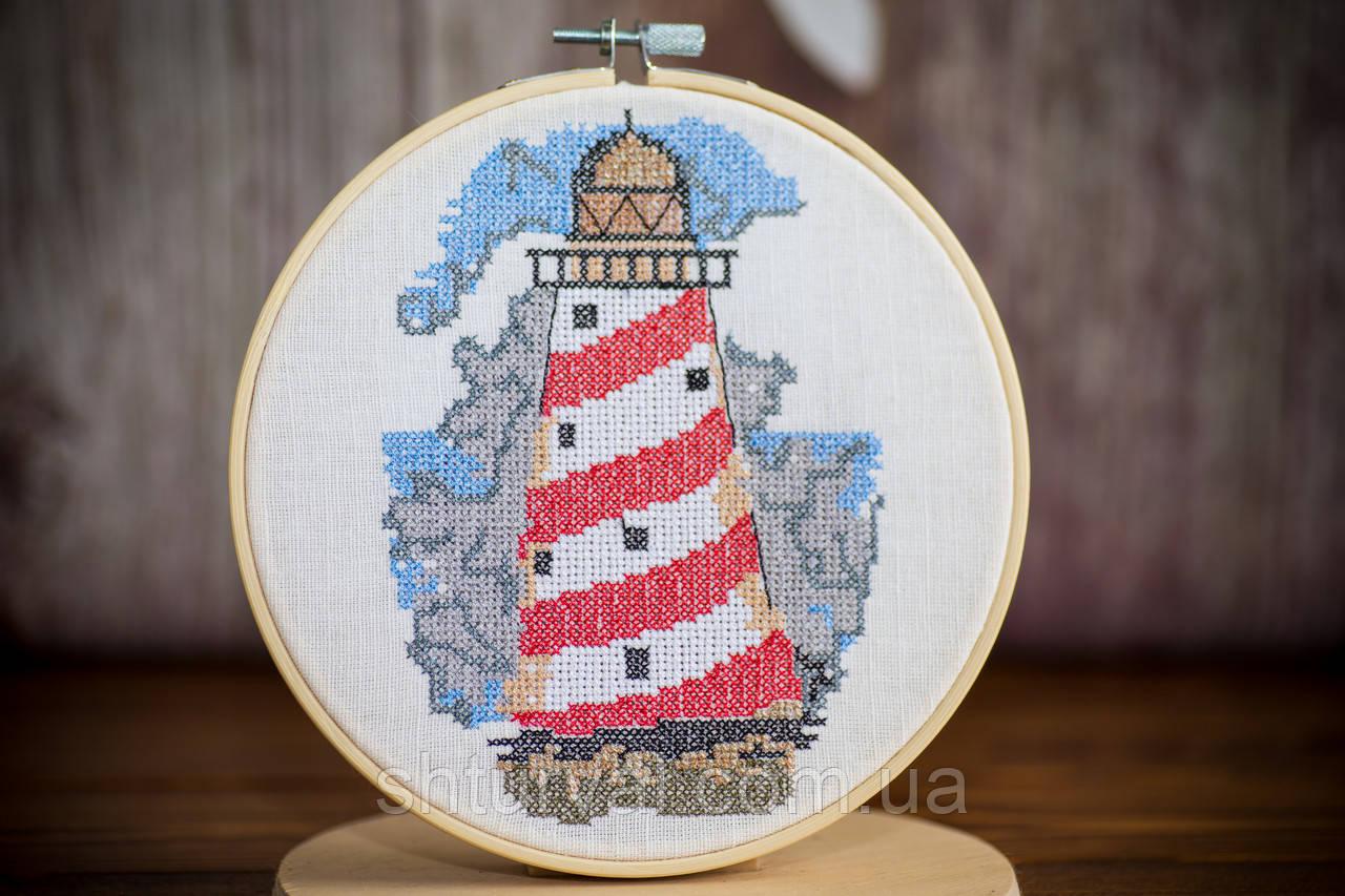 Вышитая картина в пяльцах с маяком