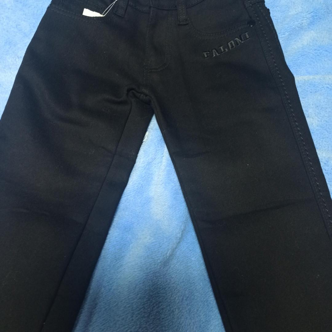 Джинсы теплые модные классические чёрного цвета. Размер 104 рост. По поясу есть регулировка.