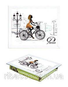 Піднос на подушці білий 040390 дівчина на велосипеді