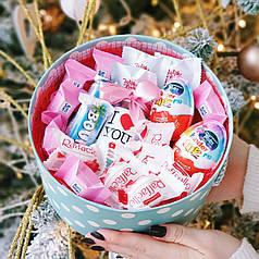Круглый набор I love you с рафаэлло, киндер джой и баунти