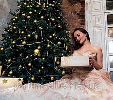 Что подарить женщине на новогодние праздники?
