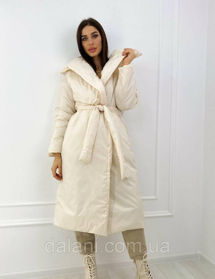 Женское молочное оверсайз-пальто с запахом из плащевки