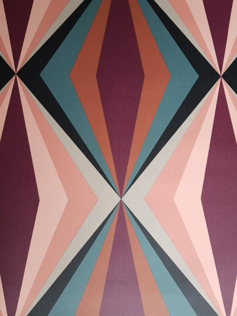 Обои виниловые  Lutece Bensimon геометрия фигуры призмы розовые бордовые серые черные синие