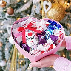Набор сердечко с Вкусной помощью и конфетами