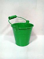 Зеленое флористическое ведерко для цветов