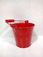 Красное флористическое ведерко для цветов