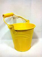 Желтое флористическое ведерко для цветов