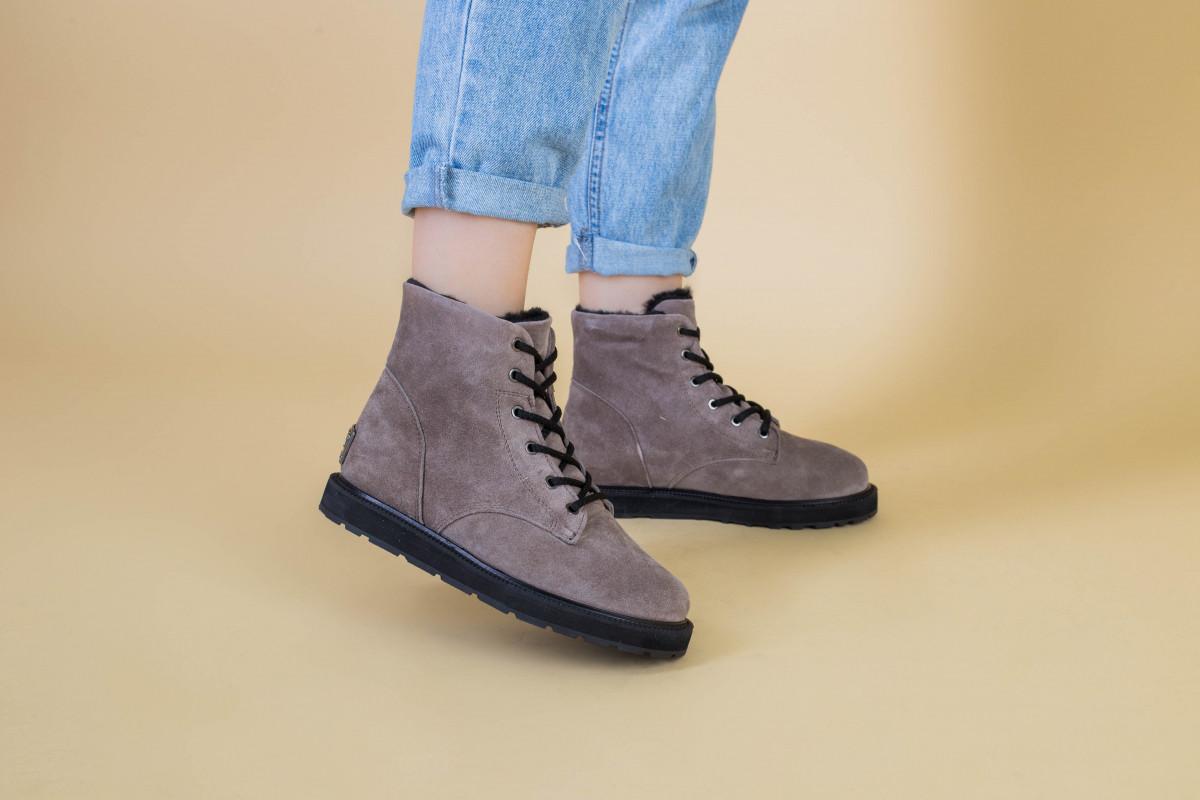 Зимние женские замшевые бежевые ботинки