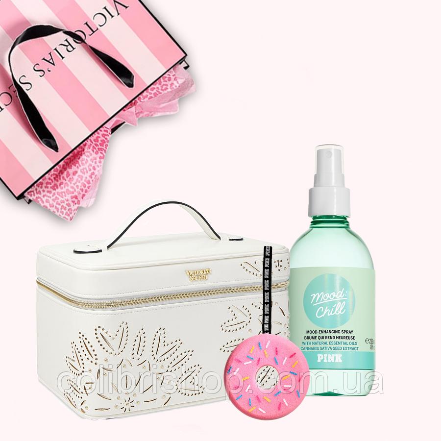 Подарочный набор от Victoria's Secret (косметический кейс + спрей + мочалка )