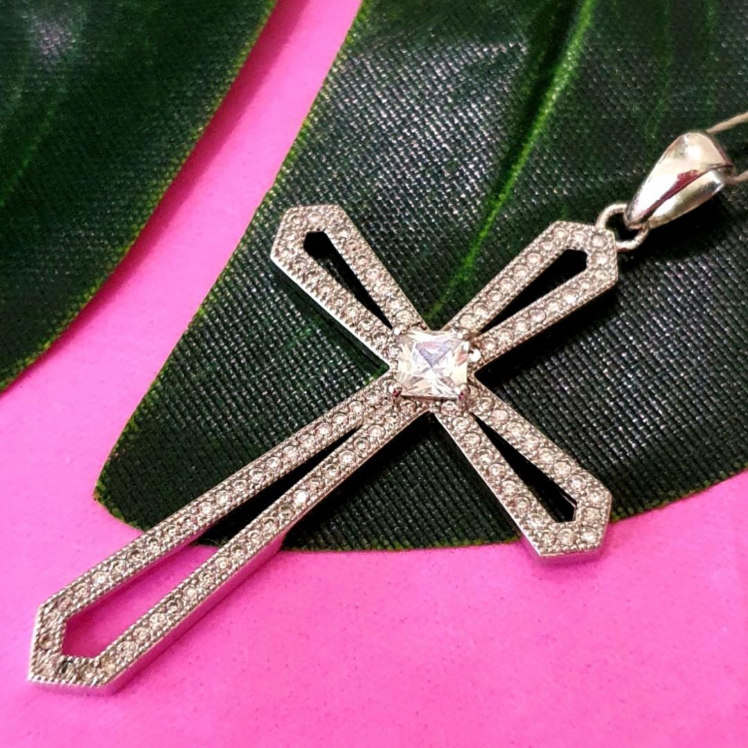 Женский серебряный крестик с фианитами - Крупный серебряный крестик с цирконием