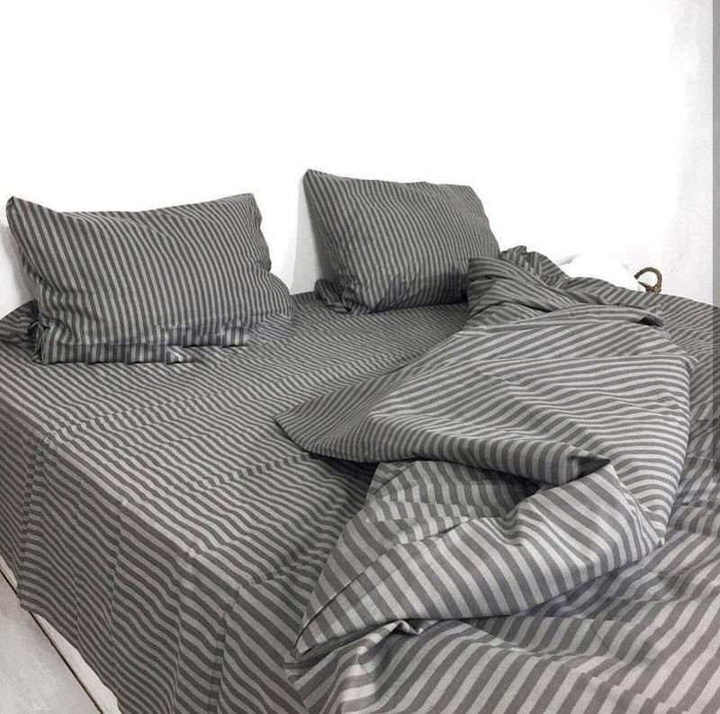 Стильный двухспальный комплект постельного белья отличного качества, серея полоска