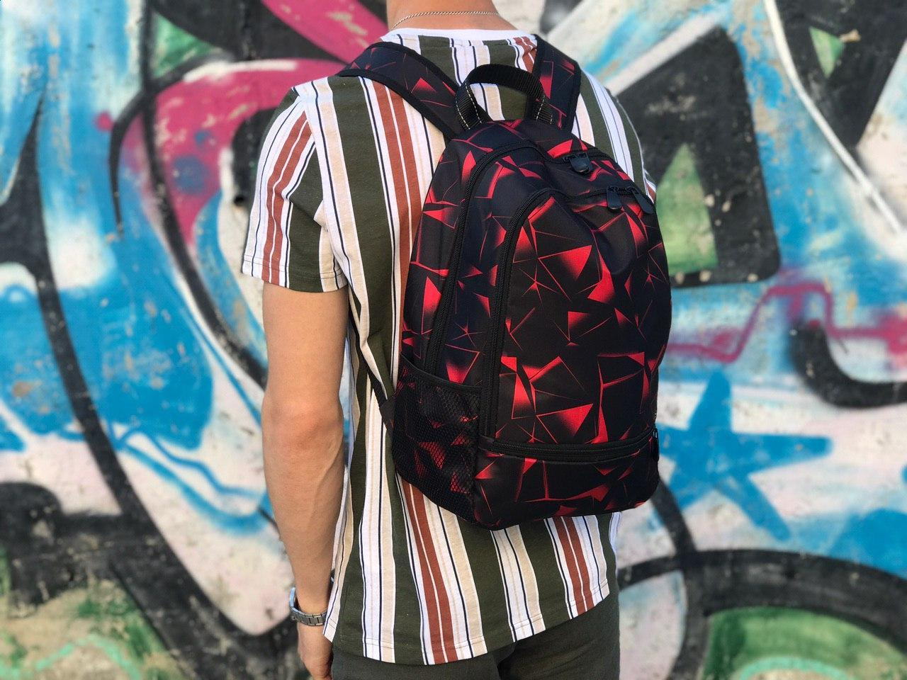Спортивный рюкзак черный с красным