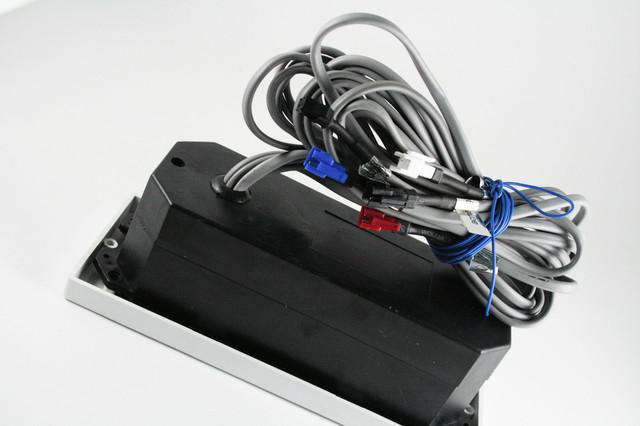 Пульт управления электроприборами душевой кабины.