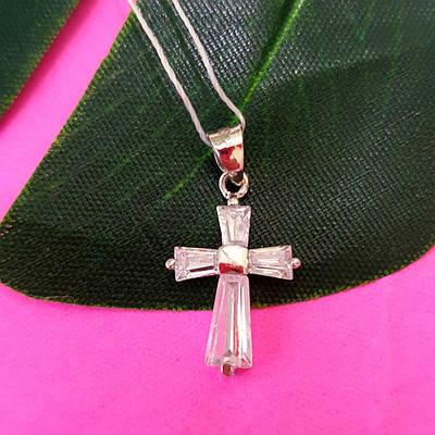 Маленький серебряный крестик с фианитами - Женский крестик с цирконием