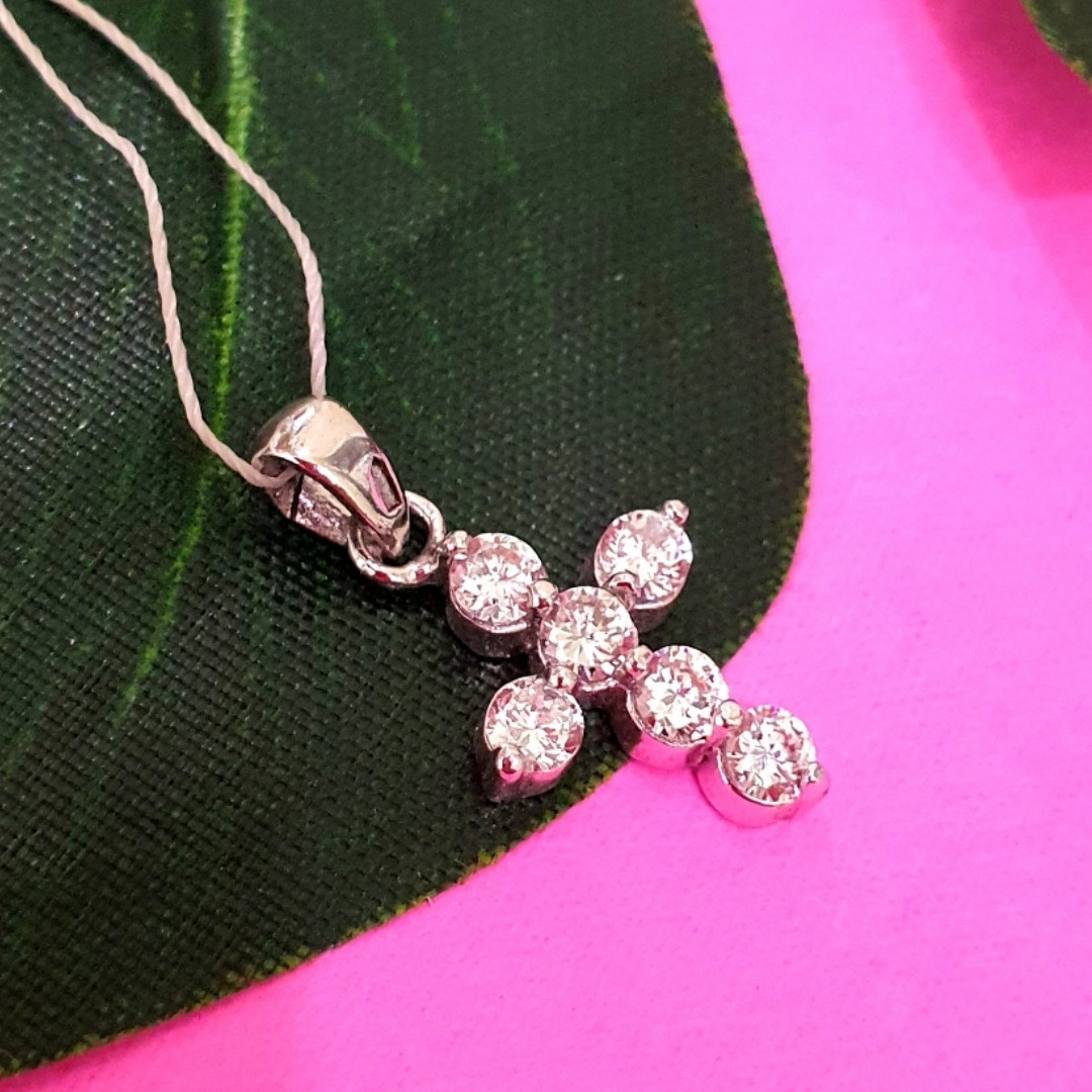 Маленький женский серебряный крестик с камнями - Крестик из серебра с цирконием