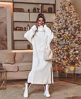 Тёплое женское платье оверсайз вязаное прямое на шее воротник хомут и с боковыми разрезами внизу