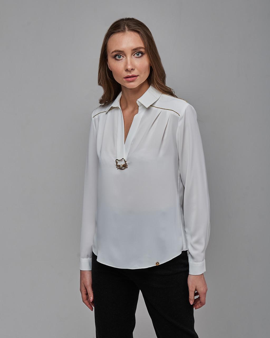 Блузка свободного силуэта с длинными рукавами и закругленным низом белая. Турция
